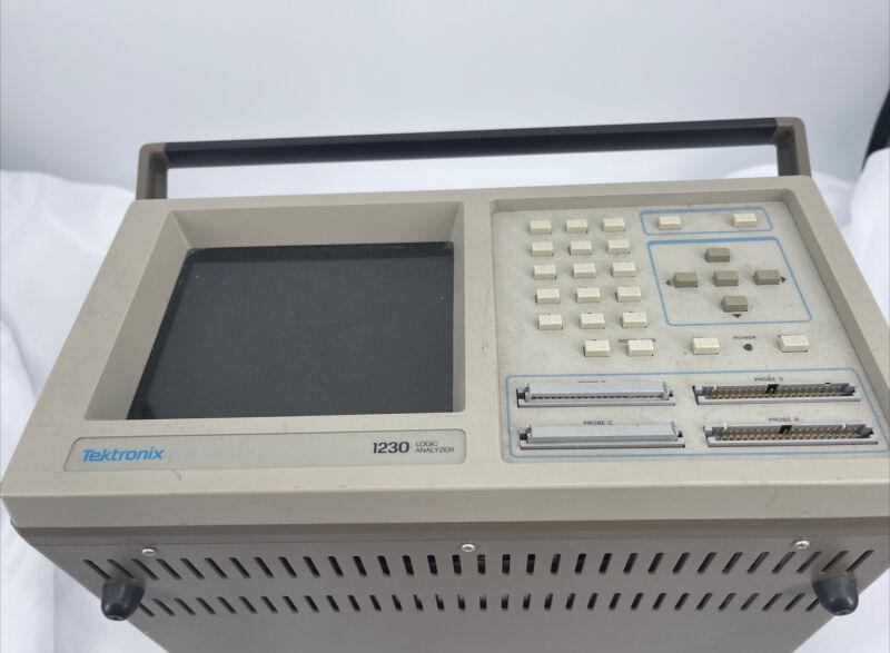 Tektronix portable 1230 Logic Analyzer Machine