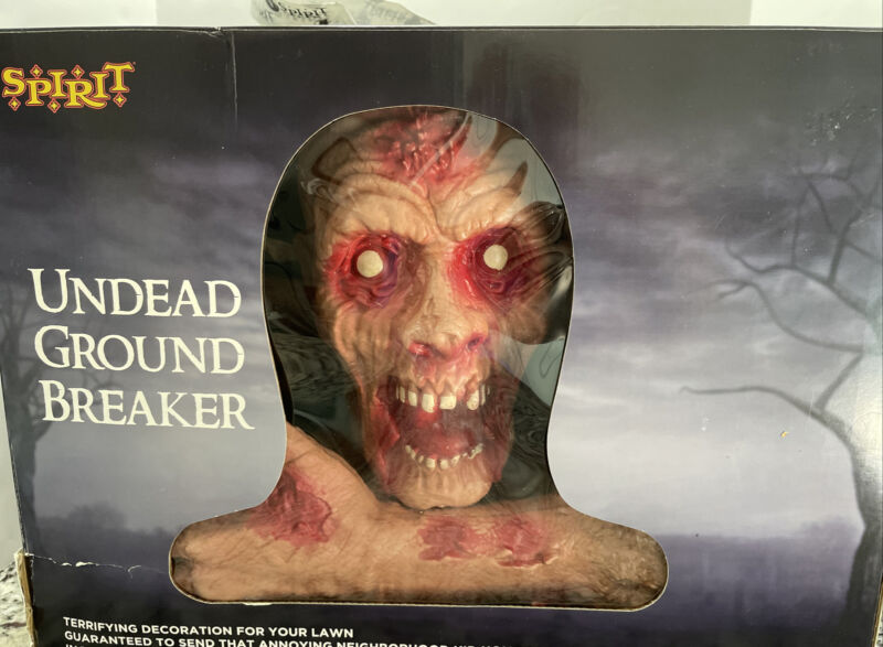 Spirit Halloween Zombie Ground Breaker 3 Piece Lawn Decoration Prop NEW IN BOX!