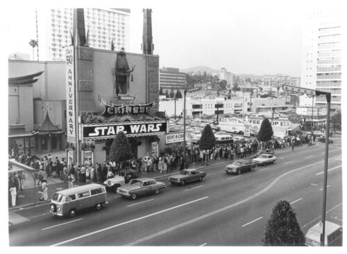 1977's STAR WARS Hollywood Chinese Theater opening day crowd b/w 8x10 photo