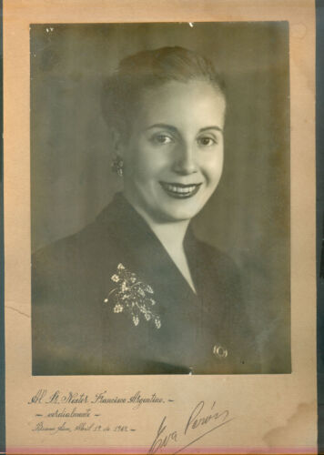 EVA PERON EVITA VINTAGE ORIGINAL PHOTOGRAPHY DEDICATET AND SIGNED 1949