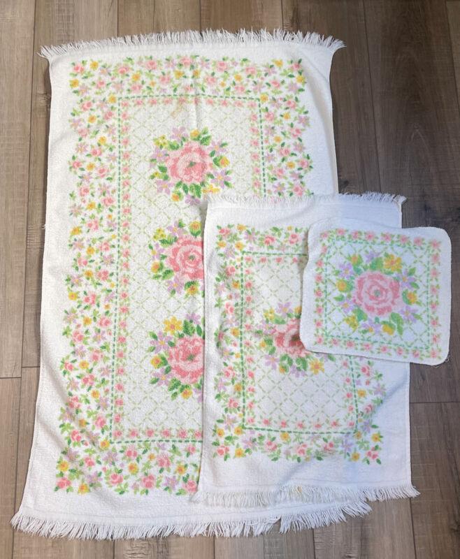 Vintage Dundee 3 Pc Towel Washcloth Set Floral Design Fringe Cotton Blend USA