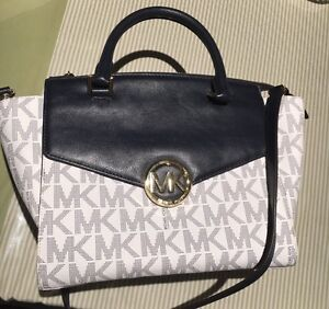 Michael Kors handbag Canberra City North Canberra Preview