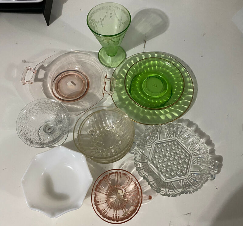 VINTAGE LOT OF 11 PIECES OF PINK, GREEN & CLEAR DEPRESSION GLASSWARE