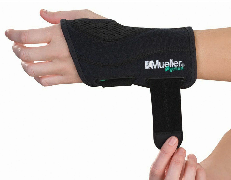 Mueller Green Fitted Wrist Brace, Black, Left Hand, Small/Me