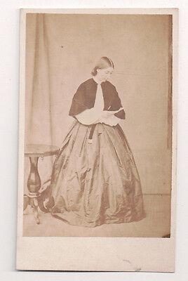 Vintage CDV Junge Englische Lady Modischer Kostüm H. J.Ward Foto - Junge Cher Kostüm