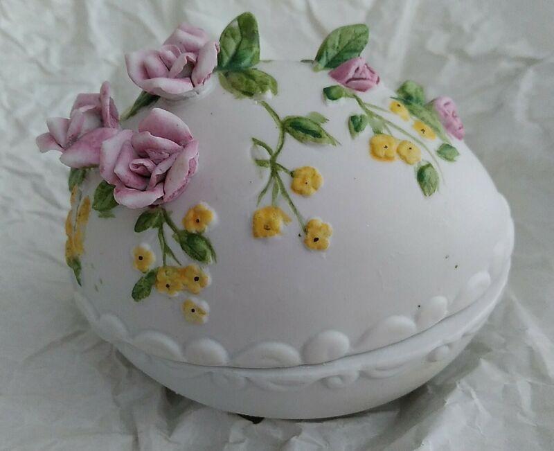 VINTAGE GEORGE GOOD PORCELAIN EGG WITH PINK FLOWERS/SURPRISE CHICKS/EGGS INSIDE
