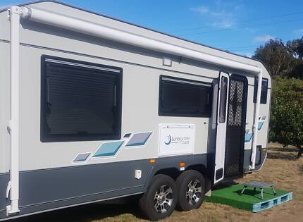 JURGENS LUNAGAZER 24FT Luxury Caravan (As New)