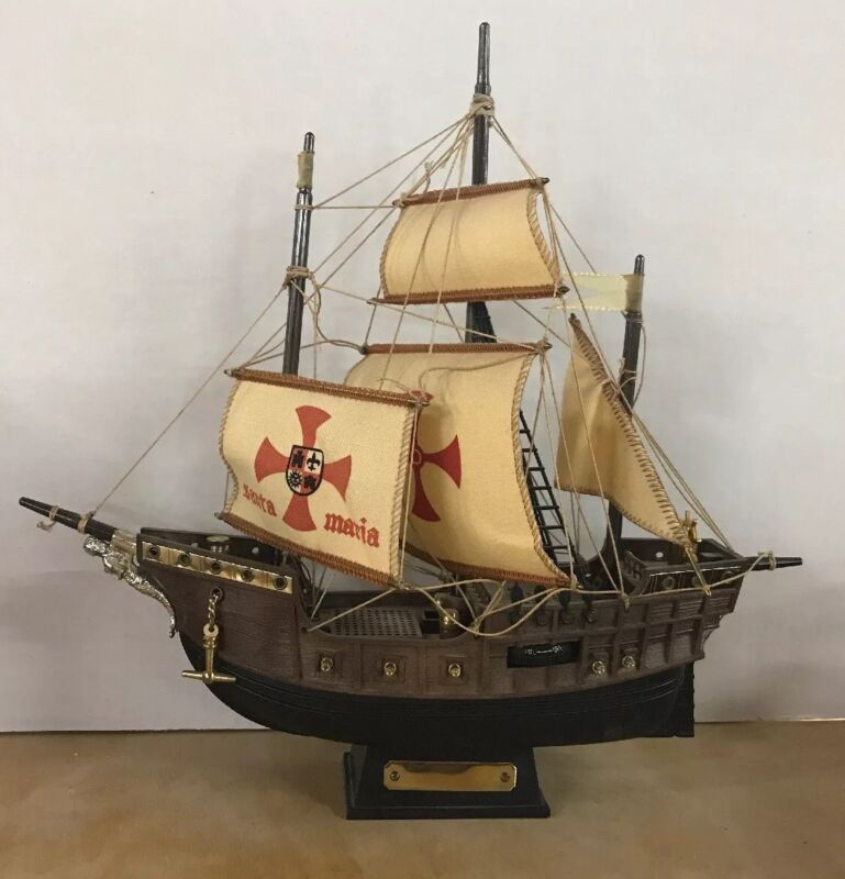 Santa Maria Nautical Ship Novelty Transistor Radio Works!Battery Cover Missing