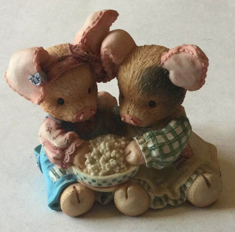 """THIS LITTLE PIGGY """"Never A Boar With You"""" 2 PIGS Eating Popcorn Figurine Enesco"""