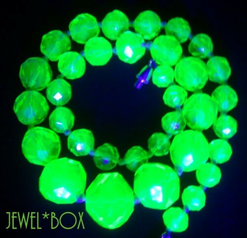 ART DECO CZECH URANIUM LIME CORDIAL KNOTTED GRAD GLASS CRYSTAL BEADS NECKLACE