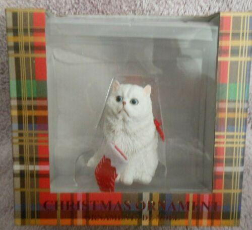 SANDICAST CAT BREED CHRISTMAS ORNAMENT PERSIAN, WHITE w/ Stocking #XSO34901
