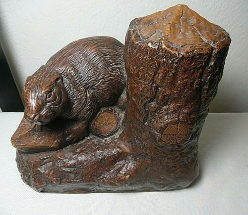 1974 CARVED BEAVER AND STUMP SCULPTURE SOUVENIR OF HAINES ALASKA ARTIST SIGNED