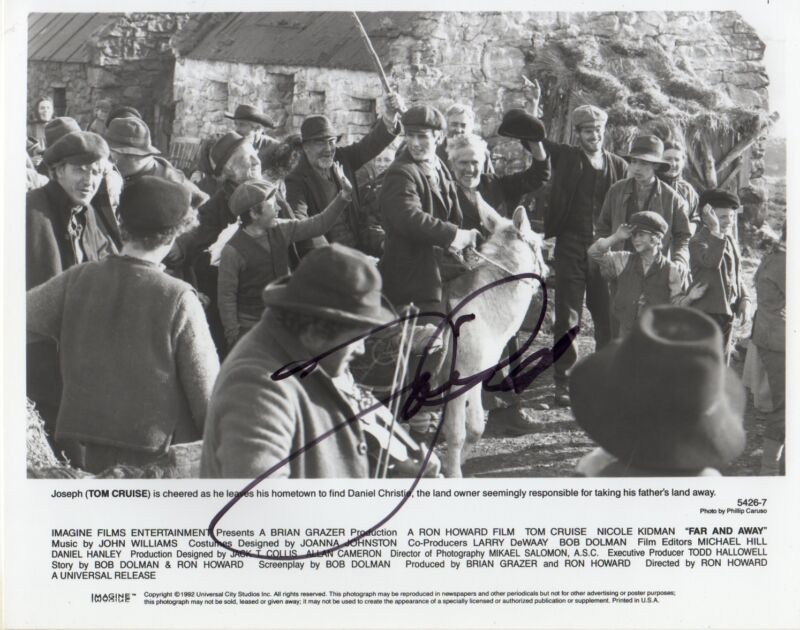"Tom Cruise ""Far And Away"" Autogramm signed 20x25 cm Bild s/w"