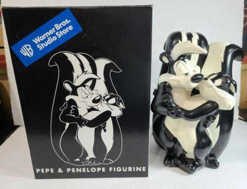 "1998 Warner Brothers Studio Store 12"" Resin Pepe LePew & Penelope Statue w/ Box"