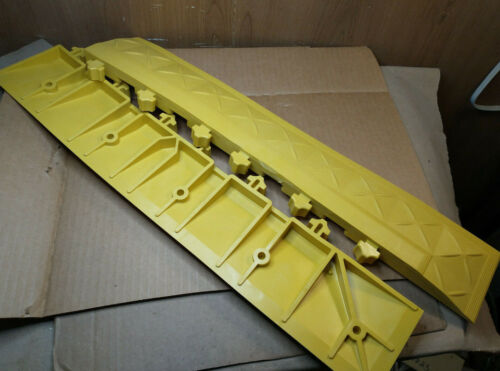 "Box of 2, Ergo Advantage A6-Y Mat Edging  Yellow, 4"" W x 22"" L x 1""  Corner Edge"
