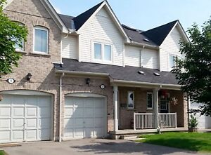 3 BDRM TOWNHOME IN THE HEART OF ERIN MILLS AVAIL. NOW!!!!