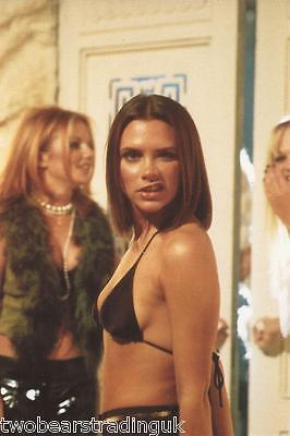 Official Spice Girls Photo Collection 1997: Photograph #15