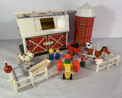 Vintage 1967 Fisher Price Play Family Farm 915 Little People - Complete w/ Flaws