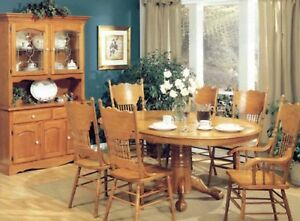 BEAUTIFUL 8 PIECE SOLID OAK DINING ROOM SET WITH BUFFET HUTCH
