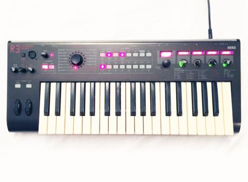 KORG R3 Analog Modeling Synthesizer / Vacoder. Great Condition ! Sounds Perfect