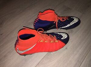 Nike soccer shoes size 43 / 9.5 (US)