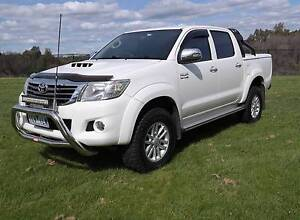 2011 Toyota Hilux SR5 MY12 - Auto/White/12 months Reg. Bundoora Banyule Area Preview