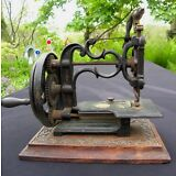UNUSUAL ANTIQUE SEWING MACHINE~SMALL WITH GILT AND TOLE PAINTING~ALL ORIGINAL