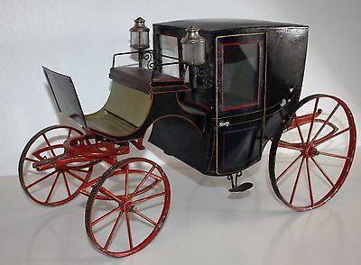 Märklin große Kutsche mit Pappmaschee-Pferden und Puppe (Baujahr um 1895)