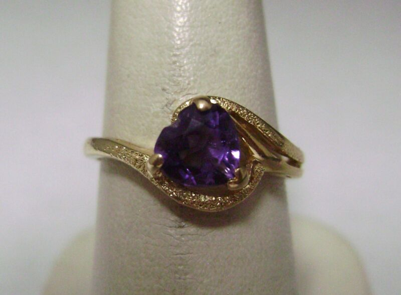 14kt Yellow Gold Amethyst Ring        Dn