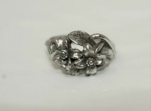 Vintage Silvertone AVON Floral Flowers Size 6 Ring G#