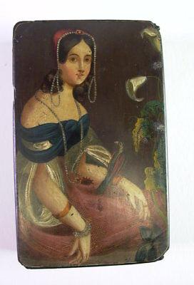 antike fein bemalte Lackdose 18. Jhd  - Damenportrait mit weisser Lilie & Vogel