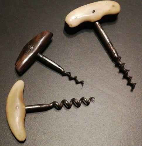 3 anciens tire bouchon corne blonde , brune, et bois avec plaquettes en corne