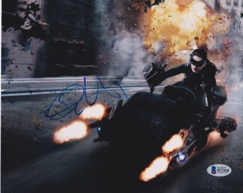 ANNE HATHAWAY SIGNED 8X10 PHOTO THE DARK KNIGHT RISES BECKETT BAS AUTOGRAPH AUTO