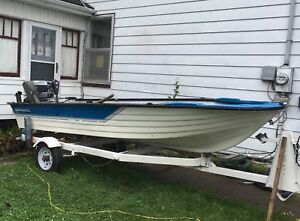 Canot grand mere 14ft fibreglass boat 20 hp motor and trailer