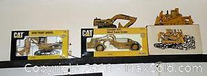 4 Caterpillar die cast Construction equipment collectible machinery