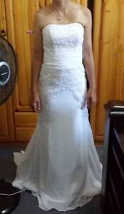 White convertible wedding dress small size 8 Telarah Maitland Area Preview
