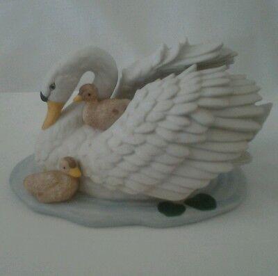 "Vintage Homco Porcelain Bisque Swan W/ Baby Cygnets Figurine #1427~5"""