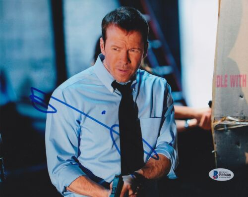 DONNIE WAHLBERG SIGNED 8X10 PHOTO BLUE BLOODS BECKETT BAS AUTOGRAPH AUTO COA A
