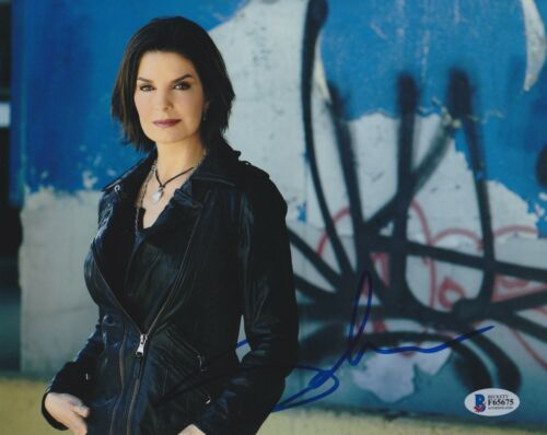 SELA WARD SIGNED 8X10 PHOTO CSI NY FBI BECKETT BAS AUTOGRAPH AUTO COA B