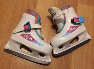 Size 8/9 toddler skates