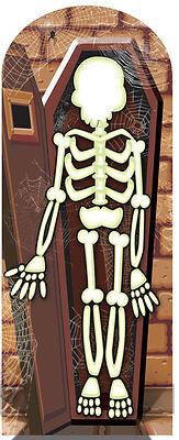 Skelett in Crypt Halloween Lebensechte Größe Karton Stand - Leben Größe Skelett Halloween