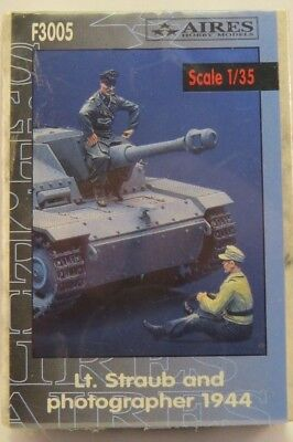Aires WWII German Lt. Straub and photographer 1944 1/35 Resin Figures Kit F3005