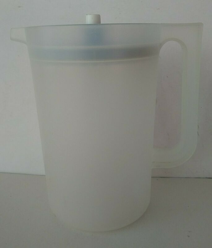 VTG TUPPERWARE SERVALIER 2 QT Blue Button Seal Lid 1676-1
