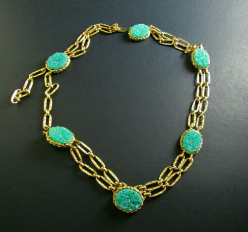 VINTAGE COROCRAFT GOLD TONE NECKLACE CHAIN CARVED FAUX FAUX JADE NEEDS REPAIR