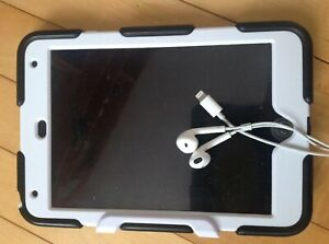 iPad mini 4 128GB+earpods and griffin shockproof case