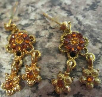 Brown Gem Flower Earrings For Pierced Ears ***NEW***