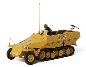 German-Sd-Kfz-251-1-Hanomag-Eastern-Front-Poland-1944-Forces-of-Valor-1-72