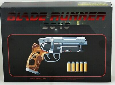 BLADE RUNNER 2049 TOMENOSUKE BLASTER  DECKARD´S GUN COSPLAY COSTUME AND LOT