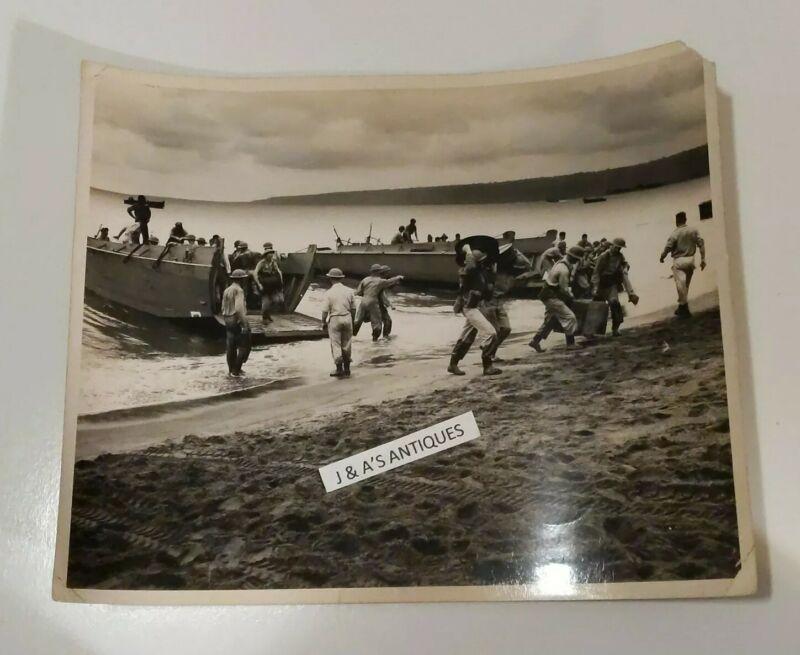 WW2 British Military Beach Landing PHOTO Vintage Original