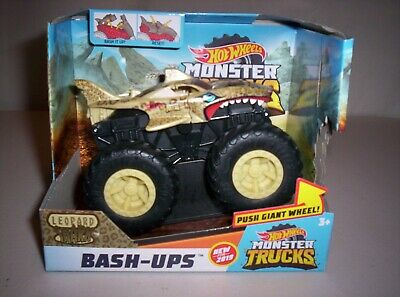 2018 Hot Wheels Monster Trucks Bash-Ups LEOPARD SHARK